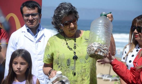 Viña del Mar lanza campaña de reciclaje de colillas de cigarros para evitar contaminación de playas y medio ambiente