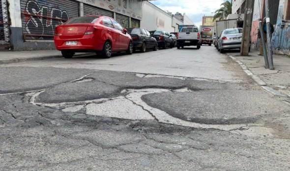 Municipio inicia trabajos de repavimentación en céntrica calle del sector oriente de Viña del Mar