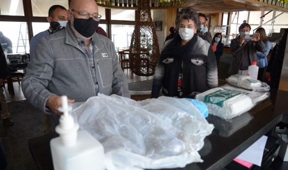 Equipo de monitores del municipio de Viña del Mar  desarrolla labor educativa en el comercio sobre medidas preventivas