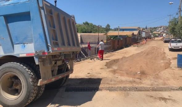 En Viña del Mar construyen primera calle en campamento, a través del programa de Pavimentos Participativos