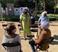 Adultos mayores de la comuna de Viña del Mar reciben guía de beneficios del Estado