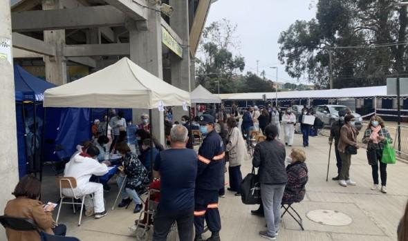 Vacunatorio móvil incrementa en 7 los puntos de inoculación en Estadio Sausalito